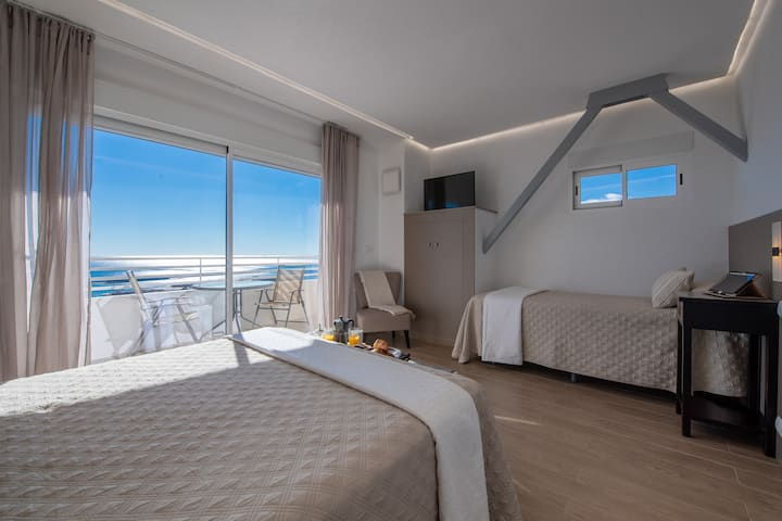 1- BR-Apt. 25th floor with Sea view. City center