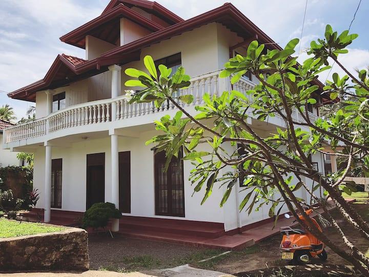 Coconut Tree Hill Villa near the ocean in Mirissa