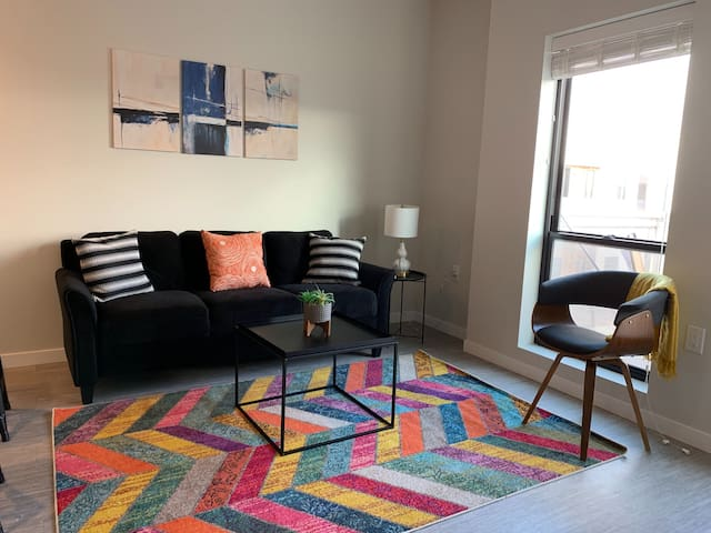 1BR Convenient + Lively 1BR Apt in Capitol View S