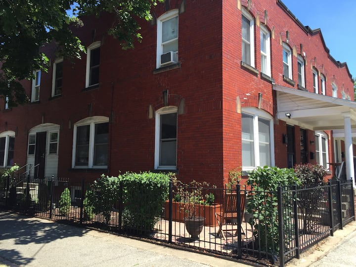 Townhouse in the Heart of Ohio City!