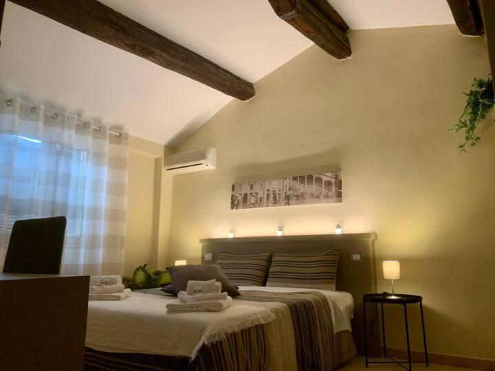 HOTEL ECONOMICO (LOWCOST) IN CENTRO STORICO