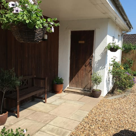 Peaceful, self-contained annexe with garden - Stapleford - Appartement