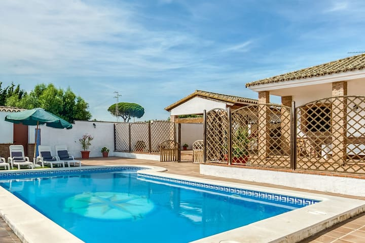 Kinderfreundliche Villa mit privatem Pool nahe dem Strand in Vejer de la Frontera