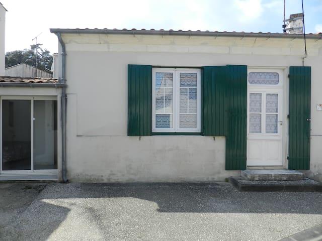 Maisonnette de pays rénovée au coeur de St Trojan - Saint-Trojan-les-Bains - Appartement