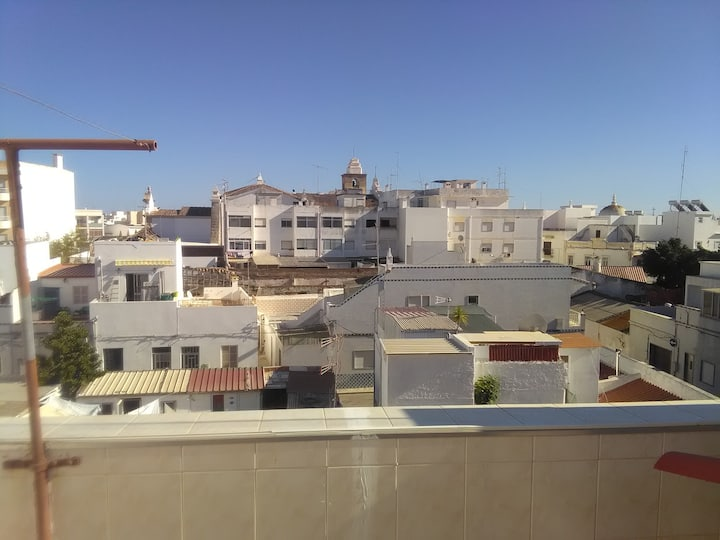 2 bedroom house, Olhao centre, kitchen, terrace.