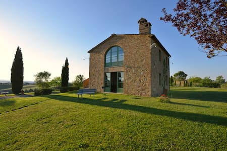 Winter Cottage near Siena with breathtaking views - Buonconvento