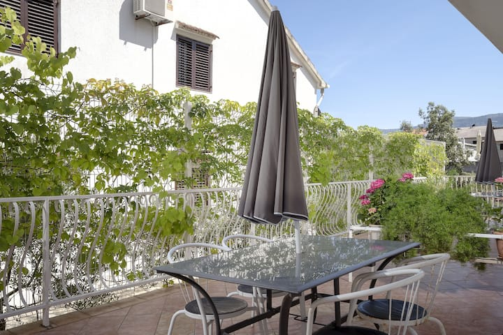 Villa Bozica - One Bedroom Apartment with Terrace and Balcony - A4