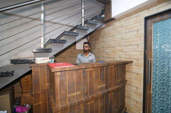 puraniDILLI-13 Airport Hostel(Men's)