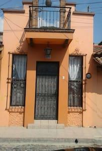 pequeño bungalow en el centro - Chapala, Jalisco, MX