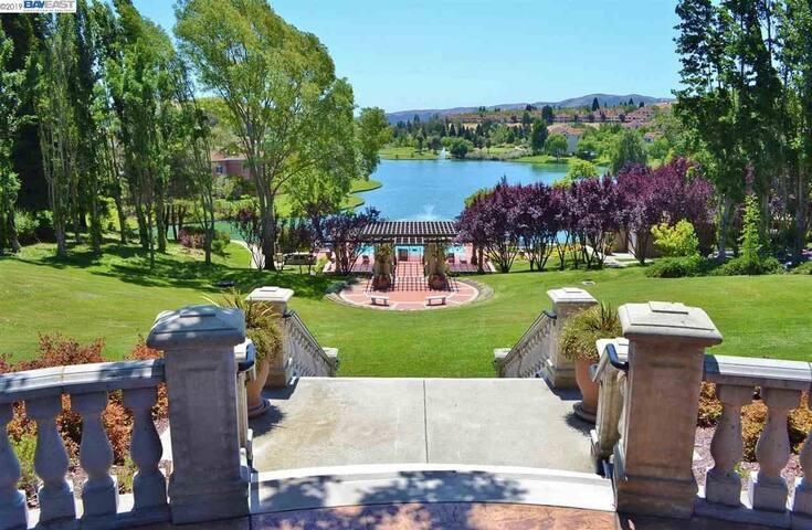 Lakes of Canyon Lakes: A resort like setting