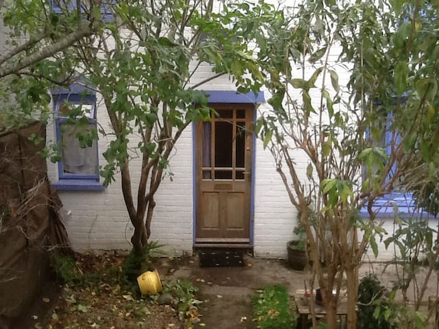 Double aspect room nr town with overnight parking