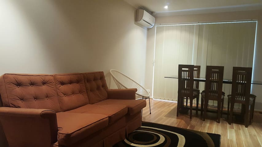 10 min to city 1 zone COUPLE room or Twin(2 female - Joondanna
