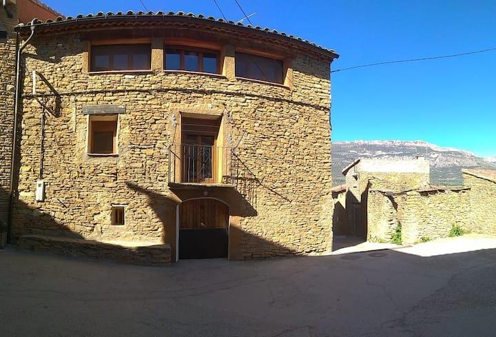 Casa Caminer, casa de poble de la Vall d'Àger
