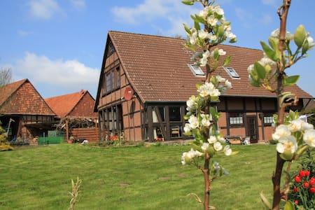 Landhaus in ländlicher Idylle für bis zu 6 Gästen - Bad Münder am Deister - บ้าน