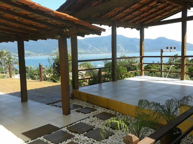 Vista incrível a 300 m da vila - Ilhabela - House
