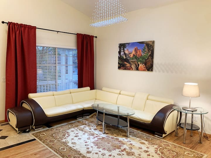 2King, 1Queen Beds Family/Kids Friendly-Convnt Loc
