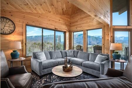 LeConte Mountain Chalet | Amazing Views | Hot Tub