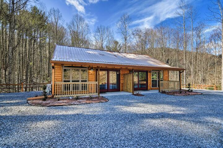 Quaint Roan Mountain Cabin, 10 Min to Hiking!
