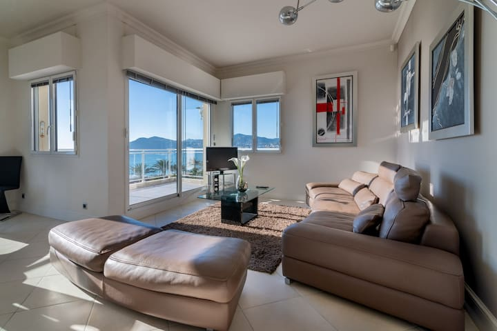 BRIGHT APARTMENT WITH SEAVIEW -LUXURIOUS RESIDENCE, IN FRONT OF BEACH/POOLS