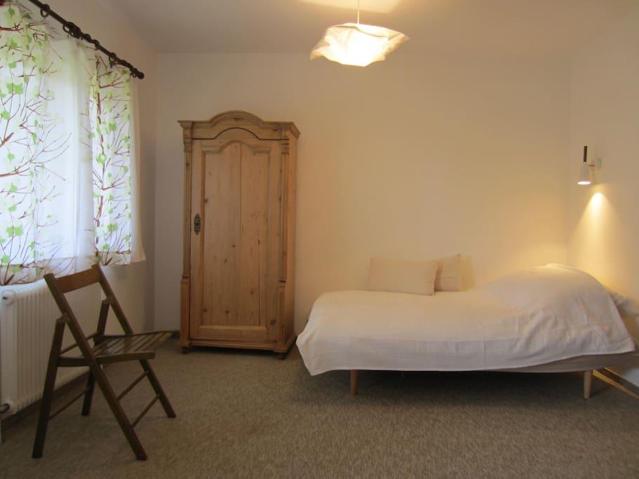 Schlafzimmer mit 2 Betten im Obergeschoß