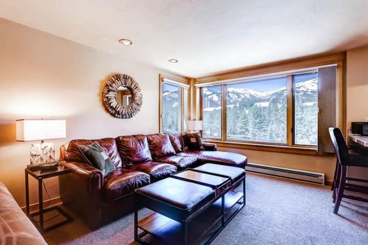 Luxury Peak 9 Inn True Ski in Ski Out, Village at Breck Gorgeous Ski Area Views!