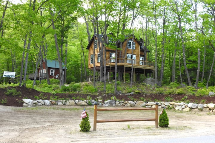 Treehouse Rentals & Disc Golf - The Grand Oak