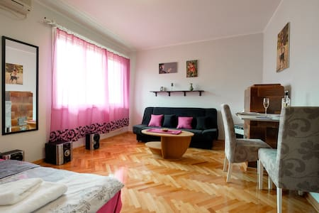 Sunny balcony center top location - Belgrad