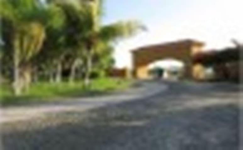 Confortable casa,segura, alberca a 3 minutos Playa - Manzanillo - Haus