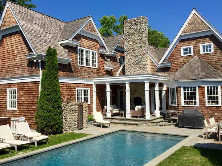 Luxury STEPS from East Hampton Village!