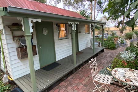 Warilda Farm & Spa Stay | vintage Cottage