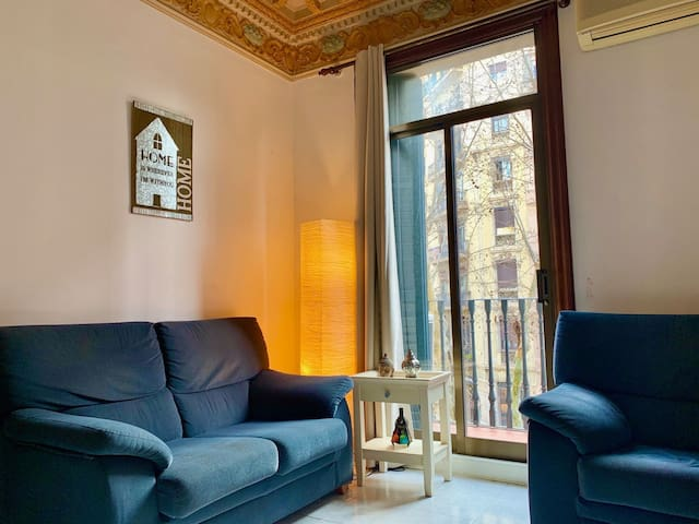 Central & Cozy room in the heart of Barcelona