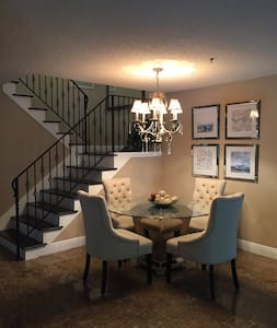 READY AND WAITING FOR YOU ~ 3 / 2.5  townhome! - Clearwater