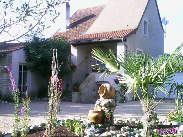 Le gite du Figuier en Bourgogne du Sud - Cortevaix - Casa