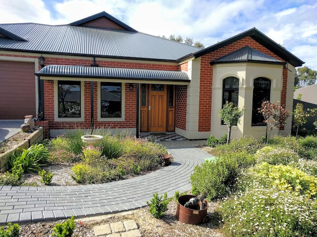 FrostWood House Deluxe Queen Suite - Mount Barker - Bed & Breakfast