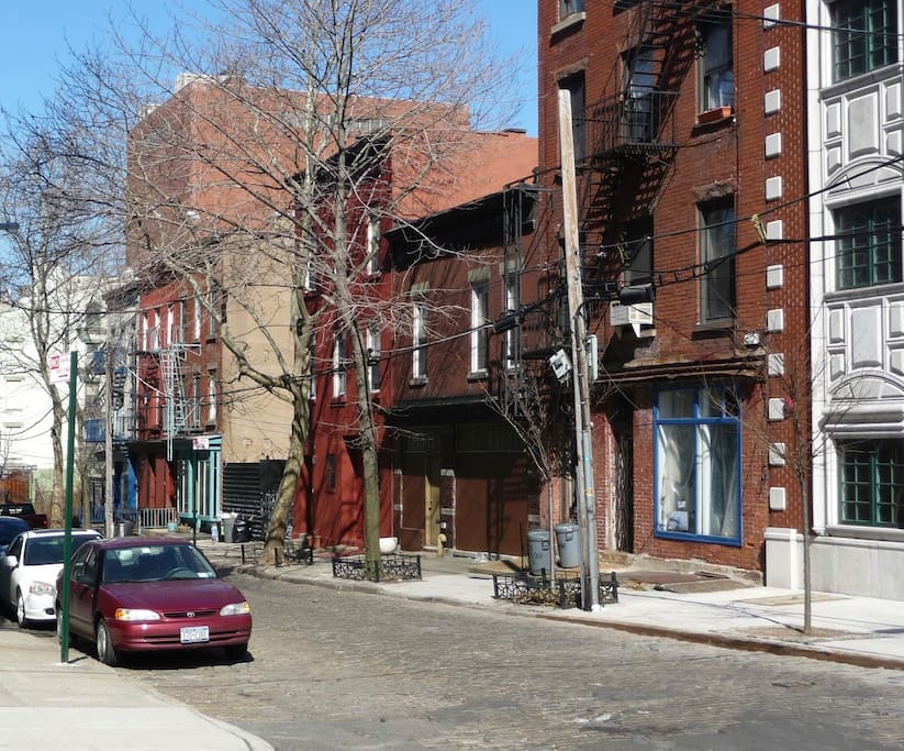 The Vinegar Hill neighborhood is quiet and quaint, with cobblestone streets just 3 blocks from the heart of DUMBO.