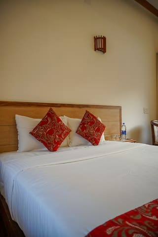 Spacious Room in a resort near Athirapally Falls