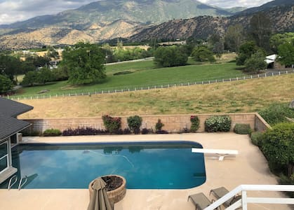 Spectacular  12 Acre Ranch  with cows 2-10 people