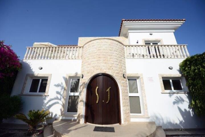 Karythia Luxury Villa