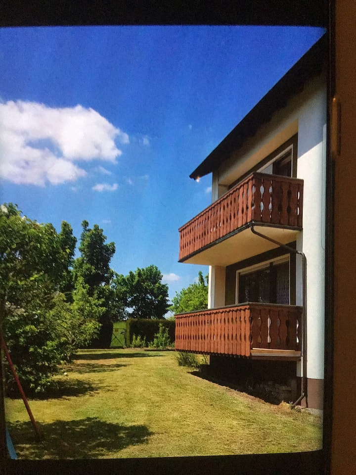 Vollmöblierte Wohnung + großem Garten und Garage