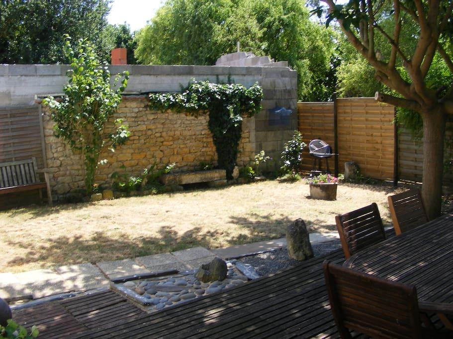 Jardin/terrasse ombragée côté sud