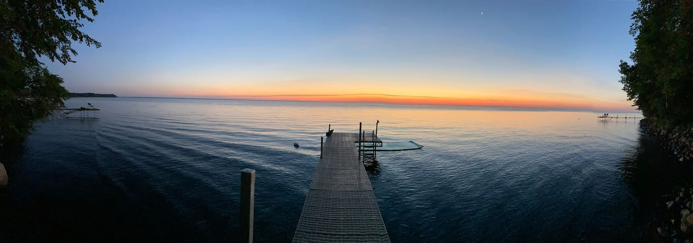 Cabin on Lake Mille Lacs with hot tub!!