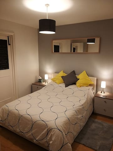 Cosy, clean room in spacious ground floor flat