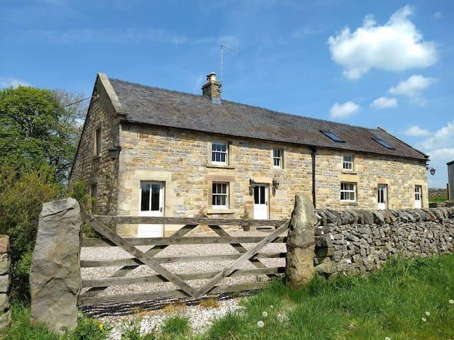 Luxury 18th Century Peak District Cottage For 16