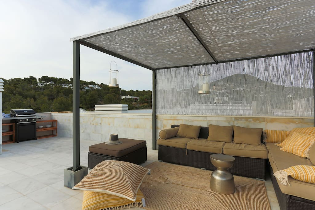 Roof terrace with comfortable seating and BBQ