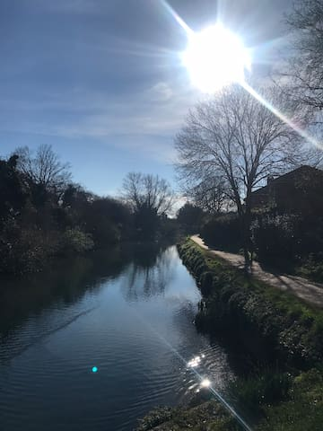 Double bedroom located next to Chichester canal.