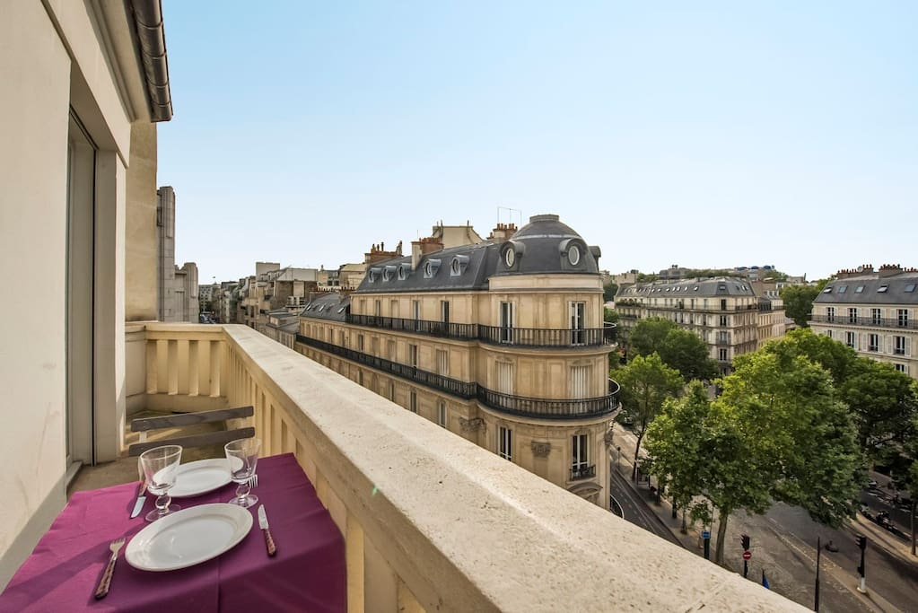Appartement grand balcon proche champs elys es for Appartement balcon paris