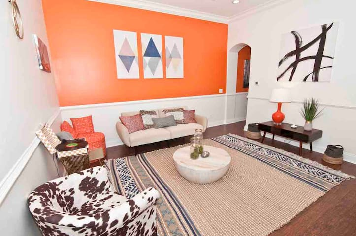 Colorful Bohemian 2 Bedroom Apt-Walk to Downtown!