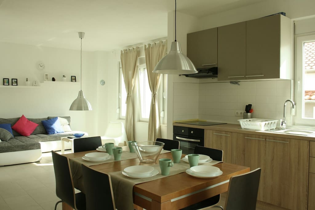 Fluid dining and living area