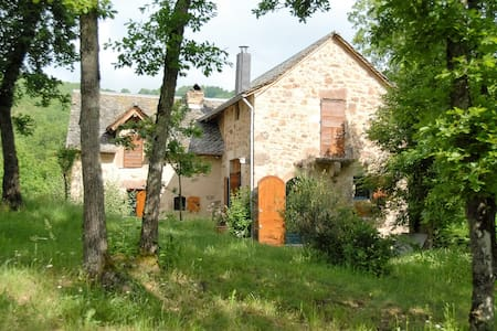 Au calme maison de de caractére à Najac - Najac - เกสต์เฮาส์