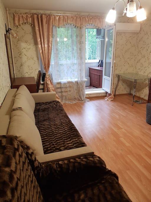 Комната (вид из угла от напротив двери).